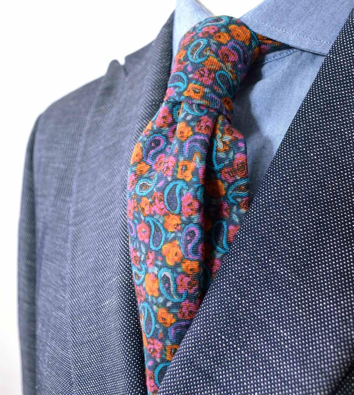 Seven-fold blue paisley tie